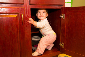 2015-12-31 - Aeryn Exploring the Cabinets